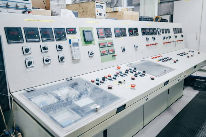 Sala de control en Grupo Monge talleres para la reparación de maquinaria industrial